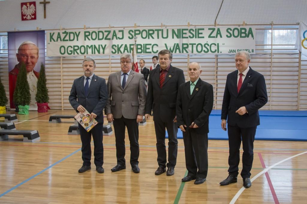 Odznaczenie nauczyciele wraz z Wiceministrem Finansów, Posłem na Sejm RP Wiesławem Janczykiem oraz Senatorem RP Janem Hamerskim