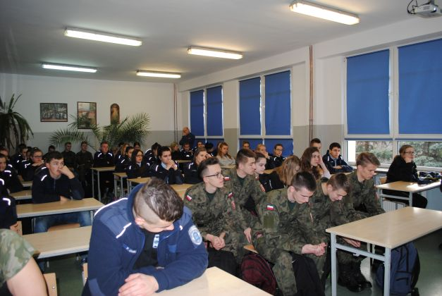 Młodzież biorąca udział w konferencji