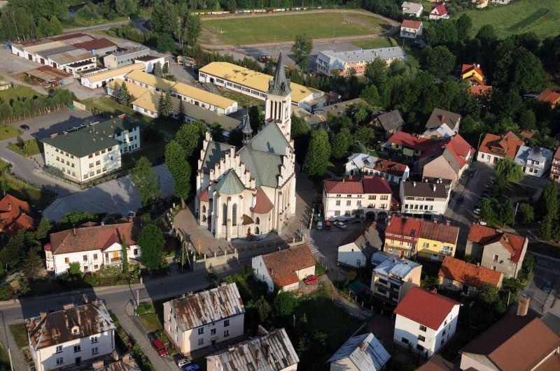 Widok z llotu ptaka na Kościół pw. Św. Michała Archanioła