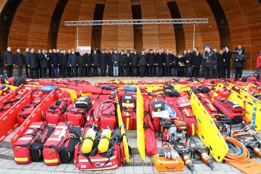 WEszscy zebranie strażacy wraz z Ministrem Sprawiedliwości