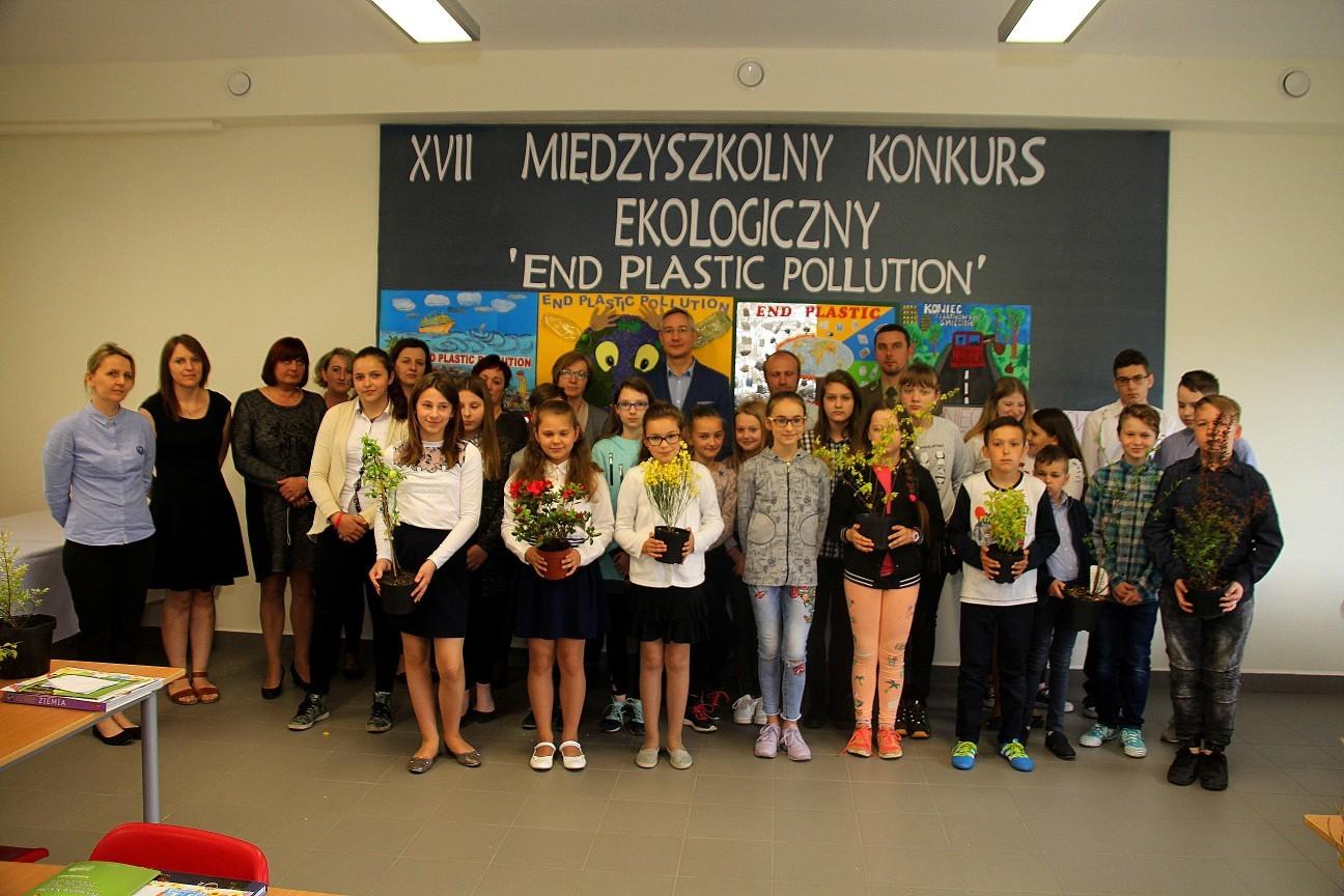 uczestnicy XVII Międzyszkolnego Konkursu Ekologicznego pod hasłem End Plastic Pollution