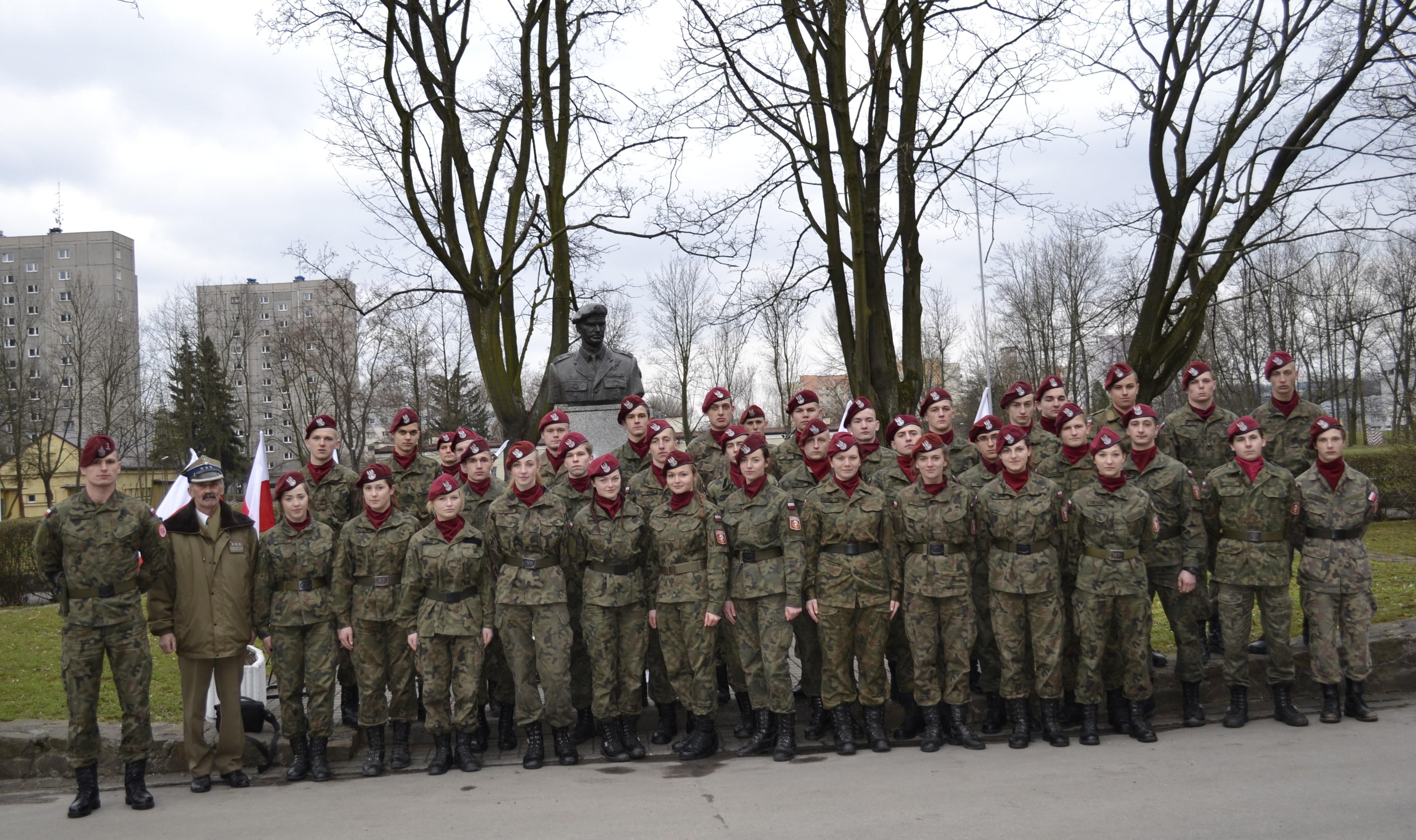 obchody święta 16 batalionu powietrznodesantowego