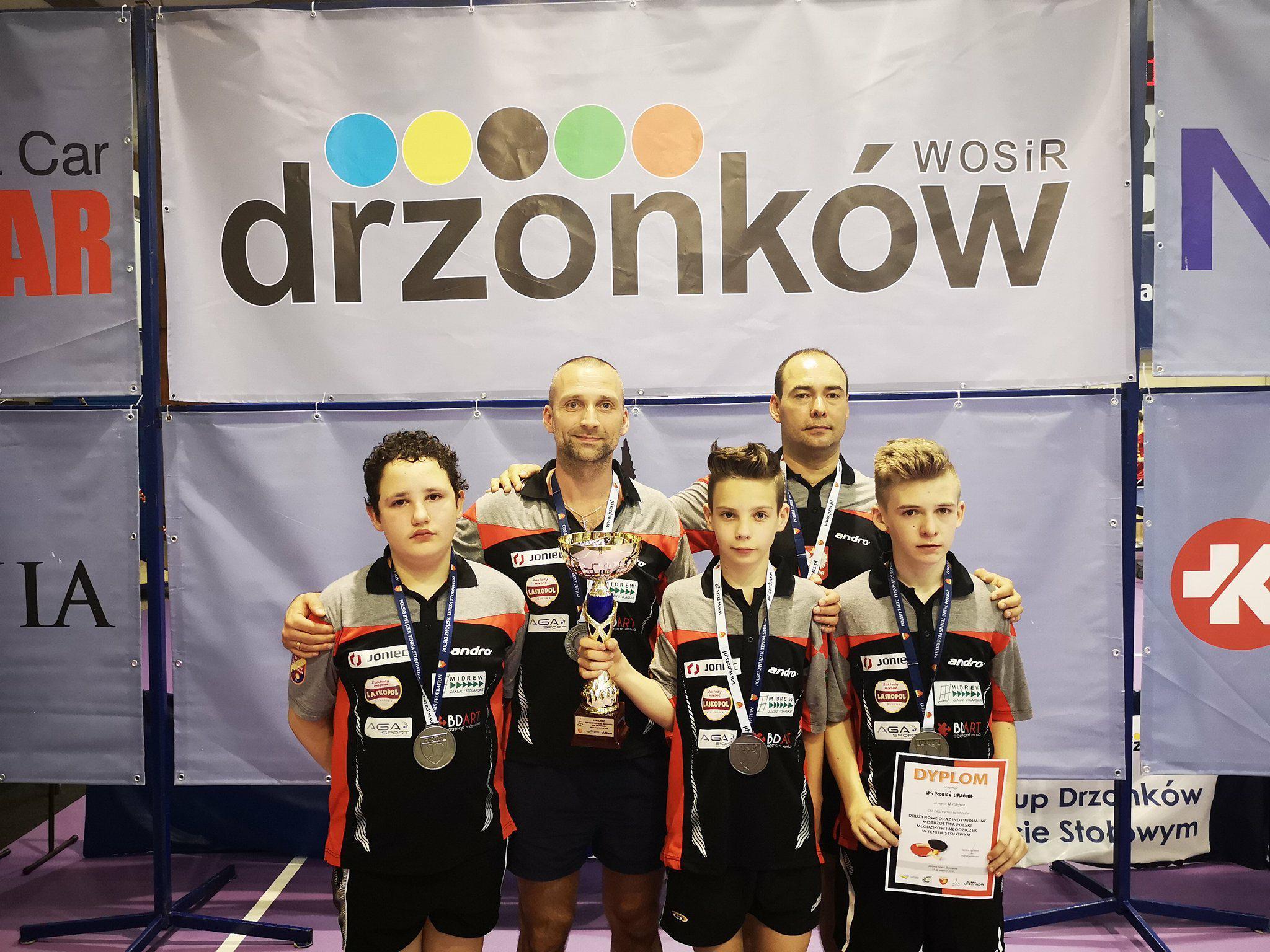 Zawodnicy UKS Płomień Limanowa zdobyli tytuł Drużynowych Wicemistrzów Polski w tenisie stołowym w kategorii młodzików