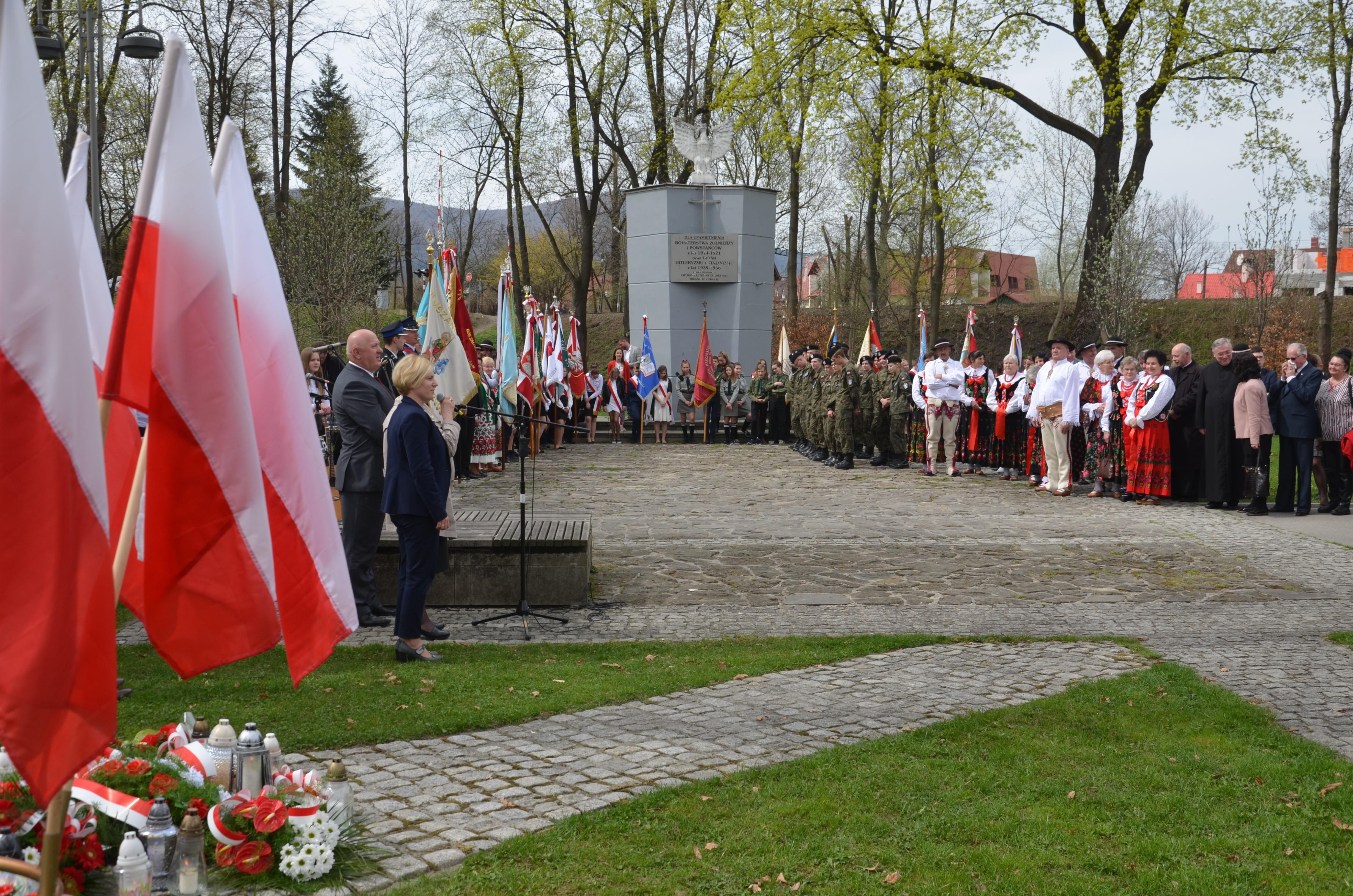 uroczystości Dnia Pamięci Ofiar Zbrodni Katyńskiej obchodozne przy pominku w Mszanie Dolnej