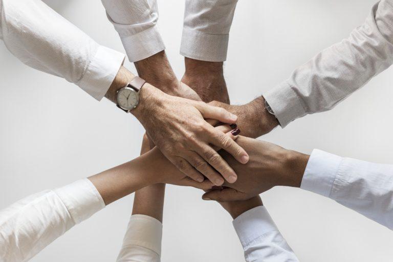 ręce grupa wsparcia