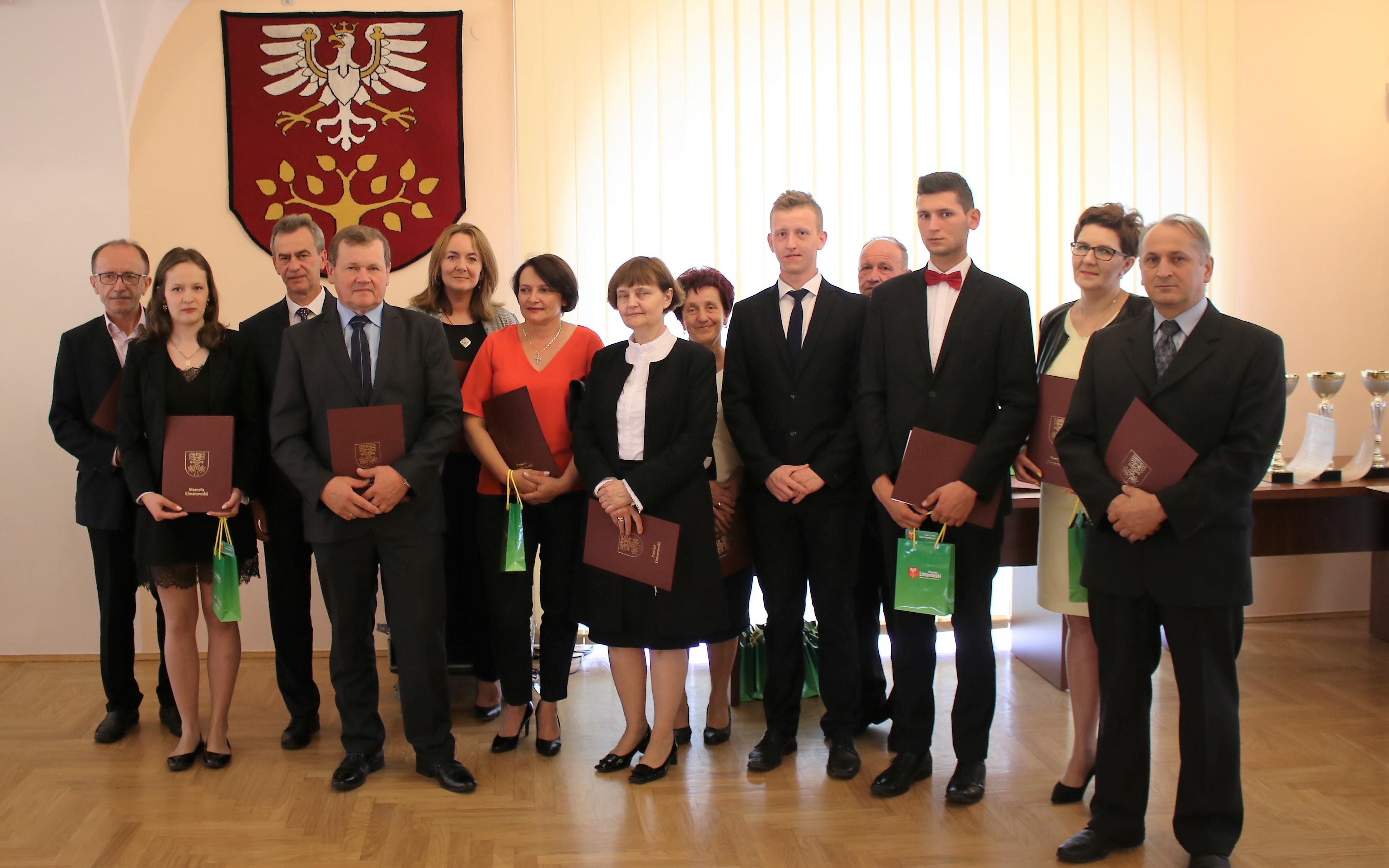 Nagrodzeni lureaci olimpiad i turniejów z Zespołu Szkół Nr 1 w Limanowej