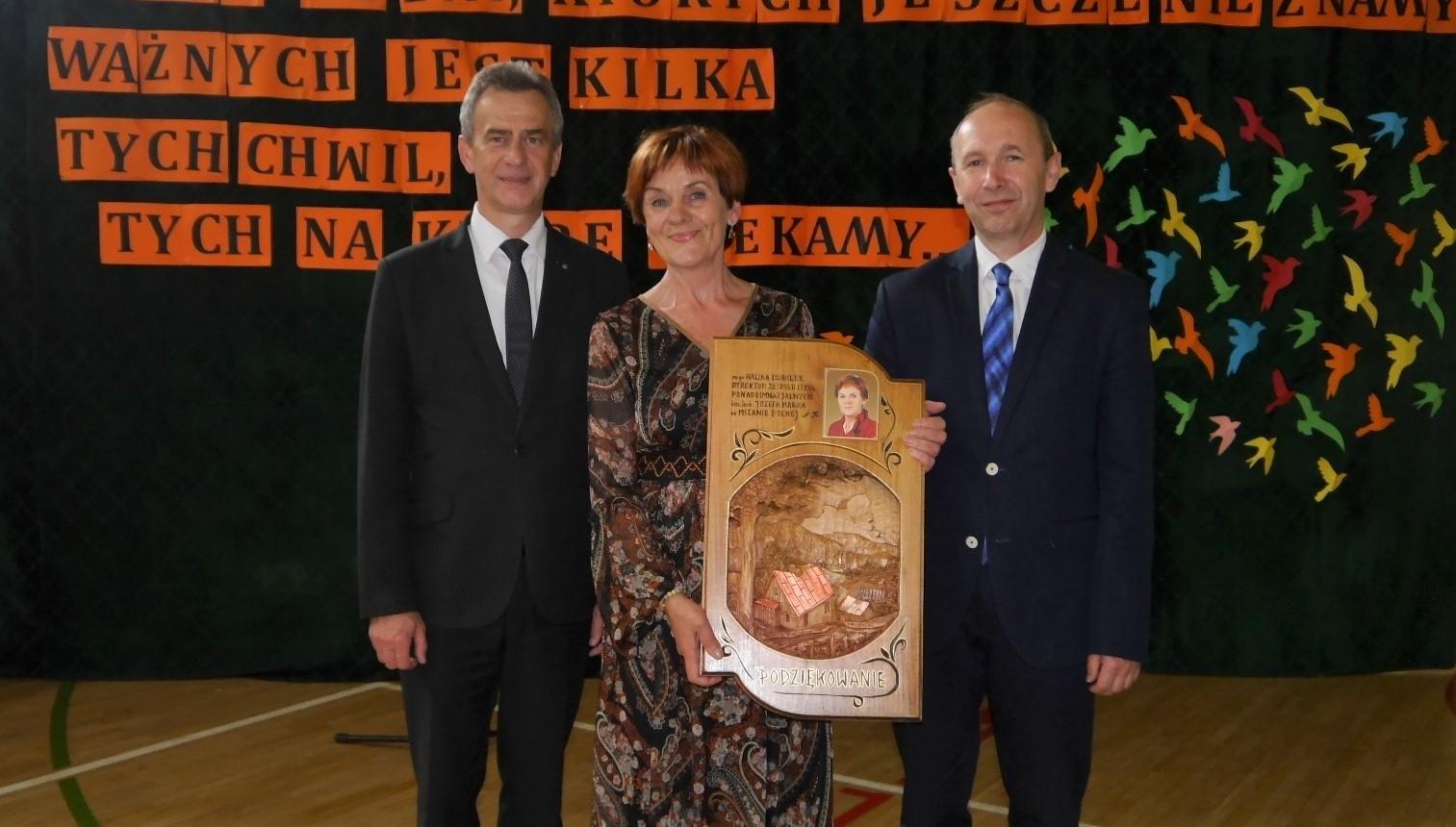 wspólne zdjęcie Wicestarosta pani Halina Bubiłek Dyrektor Edukacji