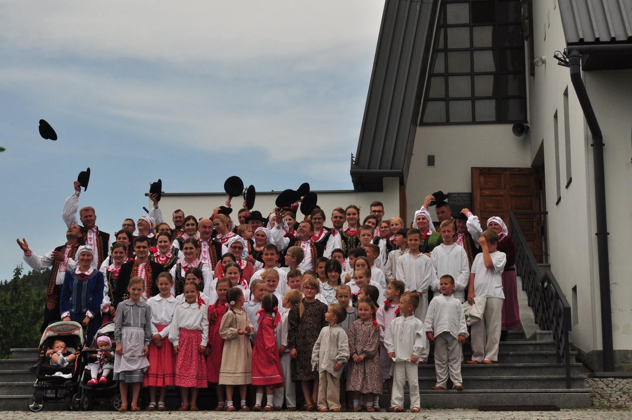 Grupowe zdjęcie Zespołu Dolina Słomki