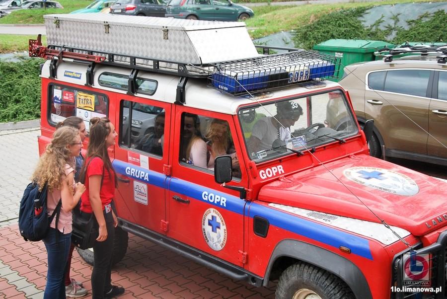 Uczniowie I LO w Limanowej mogli zobaczyć i wsiąść do samochodu ratowniczego GOPR