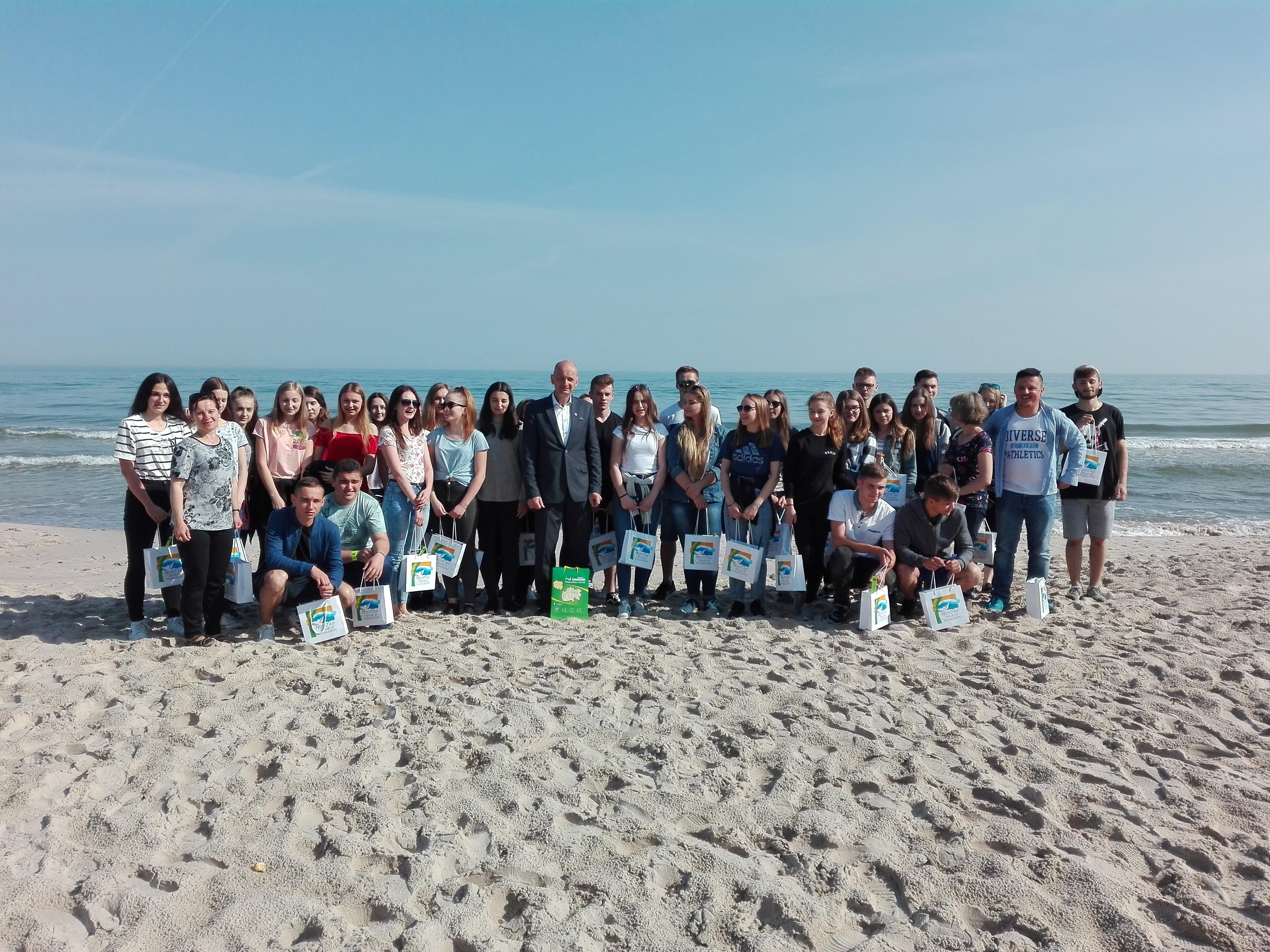 wycieczka nad morze uczniów szkoły ponadgimnazlanych
