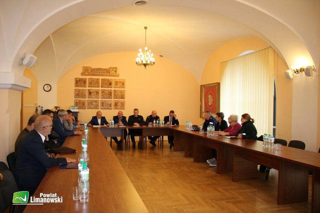 Uczestnicy posiedzenia Poiwatoego Zespołu Zarządzania Kryzysowego