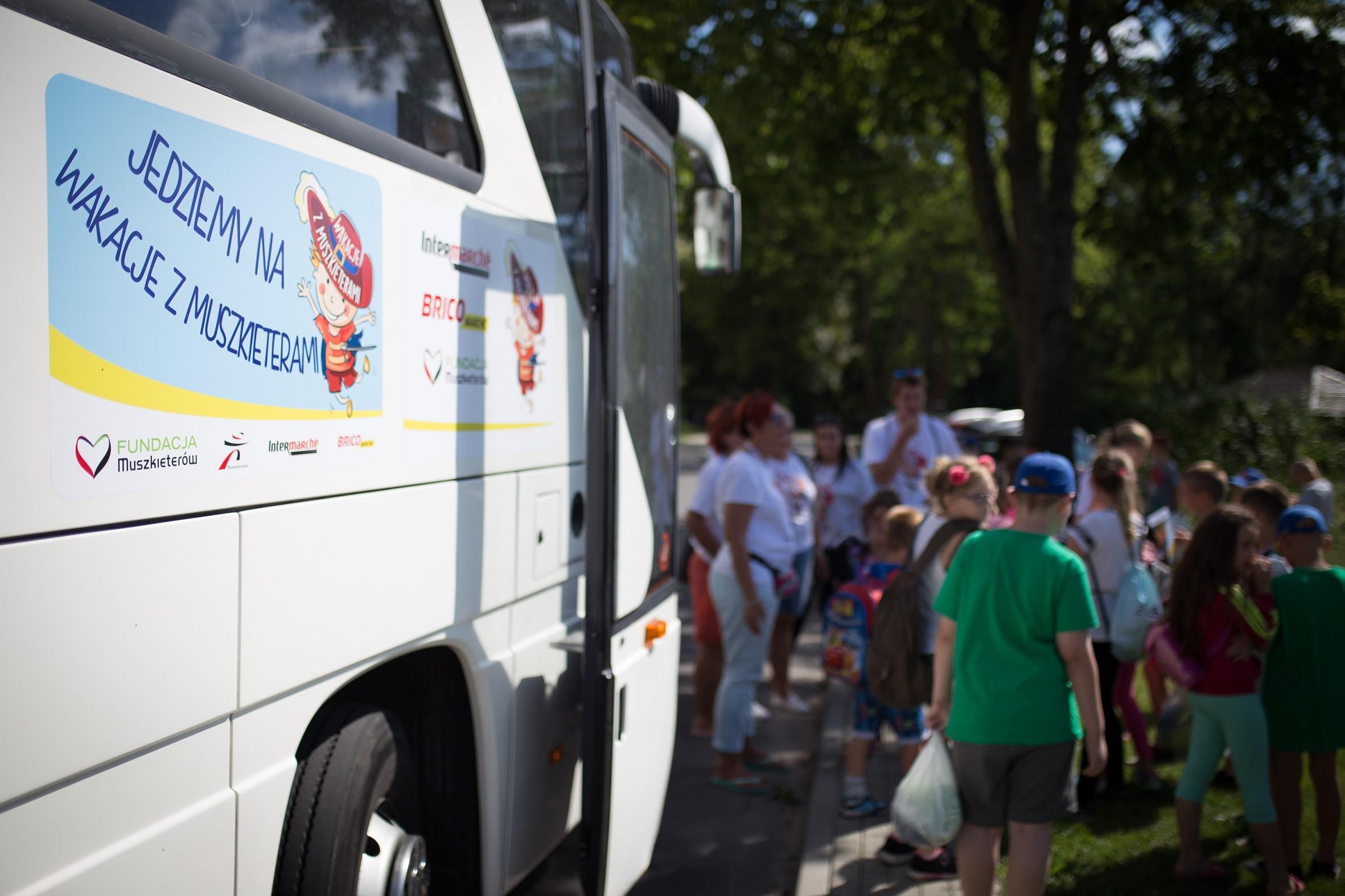 """Autobus z akzji """"Wakacje z Muszkieterami"""""""