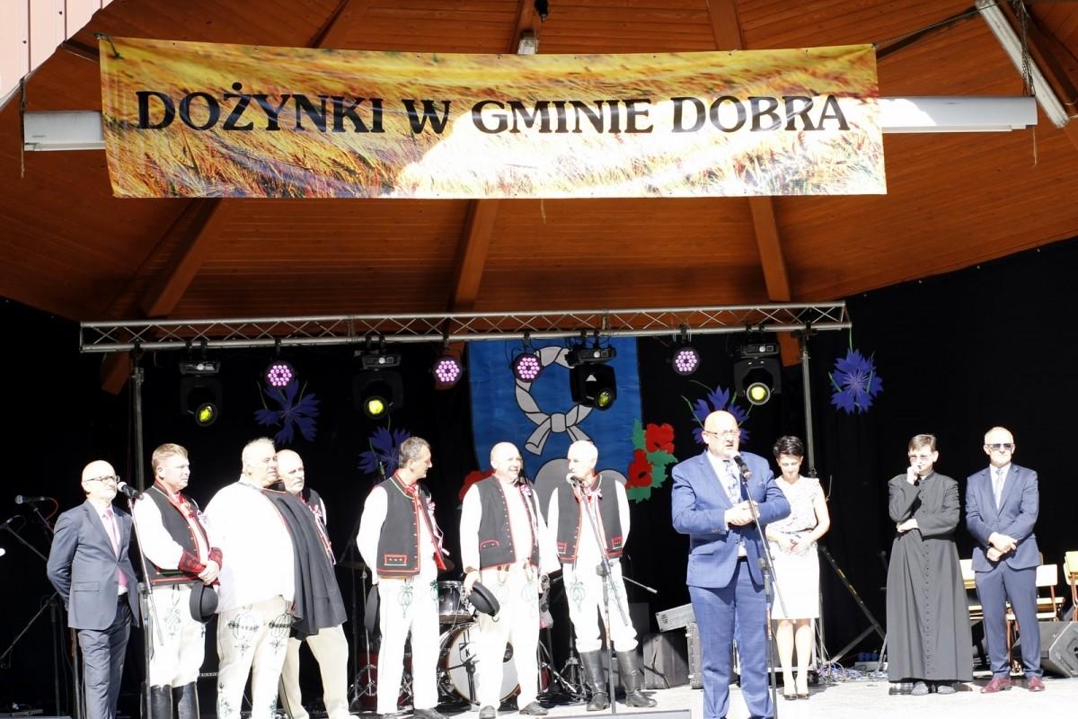 Starosta Limanowski Jan Puchała podczas przemówienia na scenie