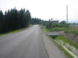 Zdjęcia drogi na odcinku komunikacyjnym Brzezna – Brzezna Litacz – Wysokie po budowie