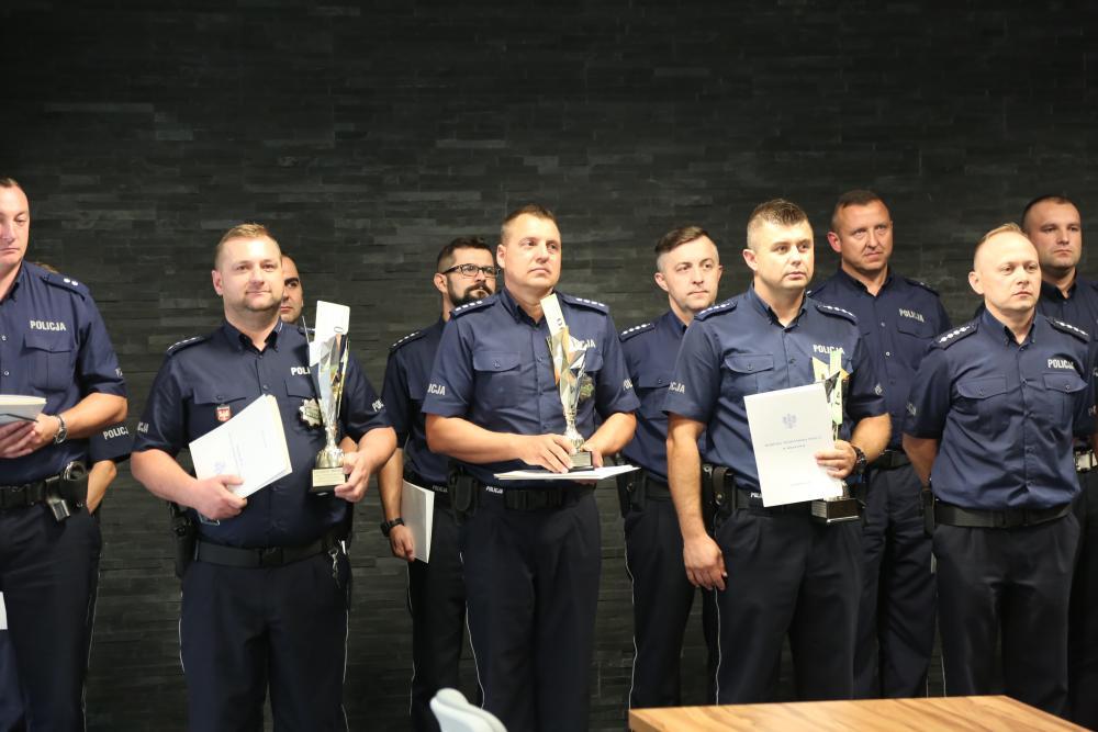 Limanowski policjant asp. szt. Tomasz Duszyński zajął II miejsce na podium w turnieju dyżurnych województwa małopolskiego 2018 rok.