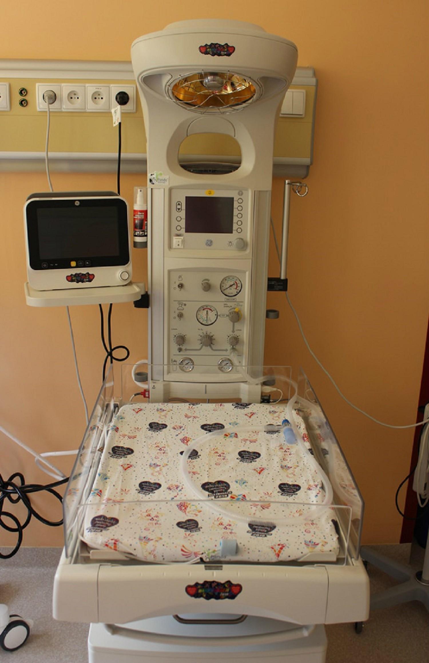 Oddział Noworodkowy i Patologii Noworodka Szpitala Powiatowego w Limanowej otrzymał nowoczesne stanowisko do resuscytacji PANDA WARMER wraz z kardiomonitorem oraz nawilżaczem