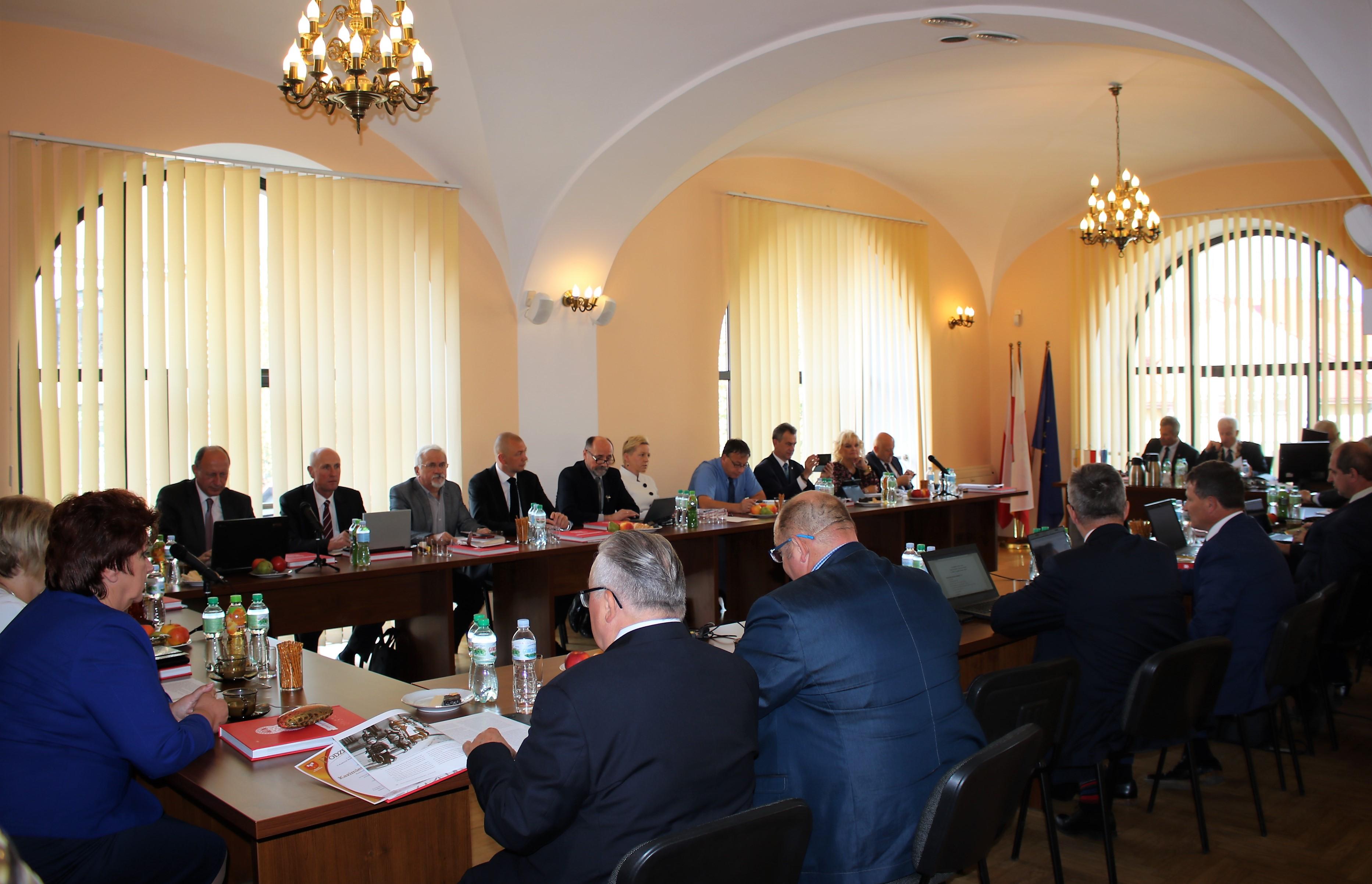 Rada i Zarząd podczas trwania Sesji