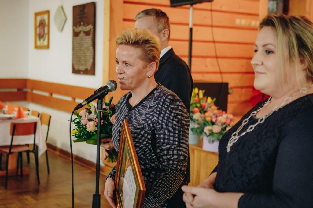 Wicestarosta Limanowski Agata Zięba skłąda zyczenia i gratulacje dla Pani Dyrektor DPS w Kasinie Wielkiej