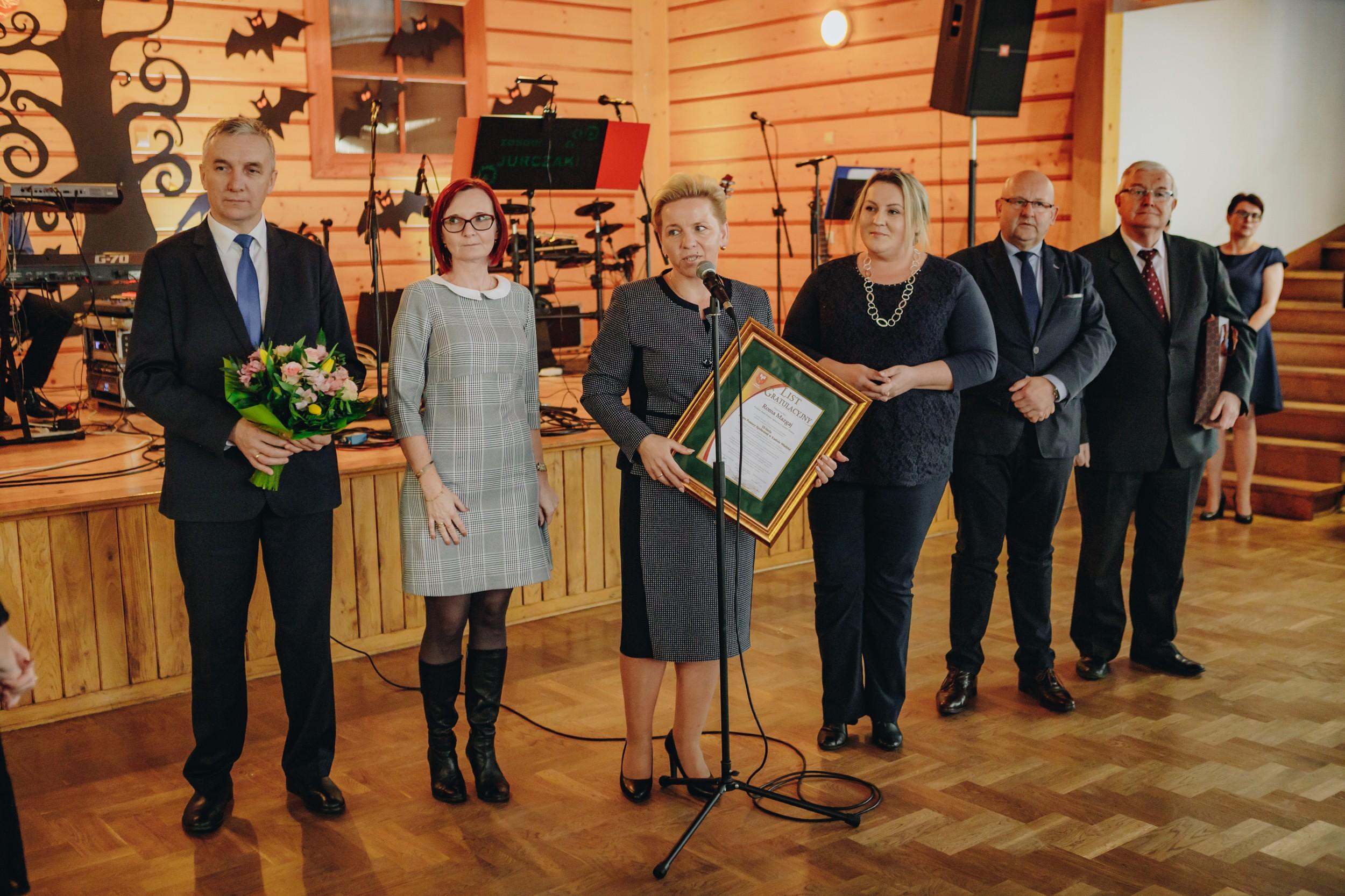 Wicestarosta Limanowski Agata Zięba wraz z Zarządem i Radą składają zyczenia i gratulacje dla Pani Dyrektor DPS w Kasinie Wielkiej