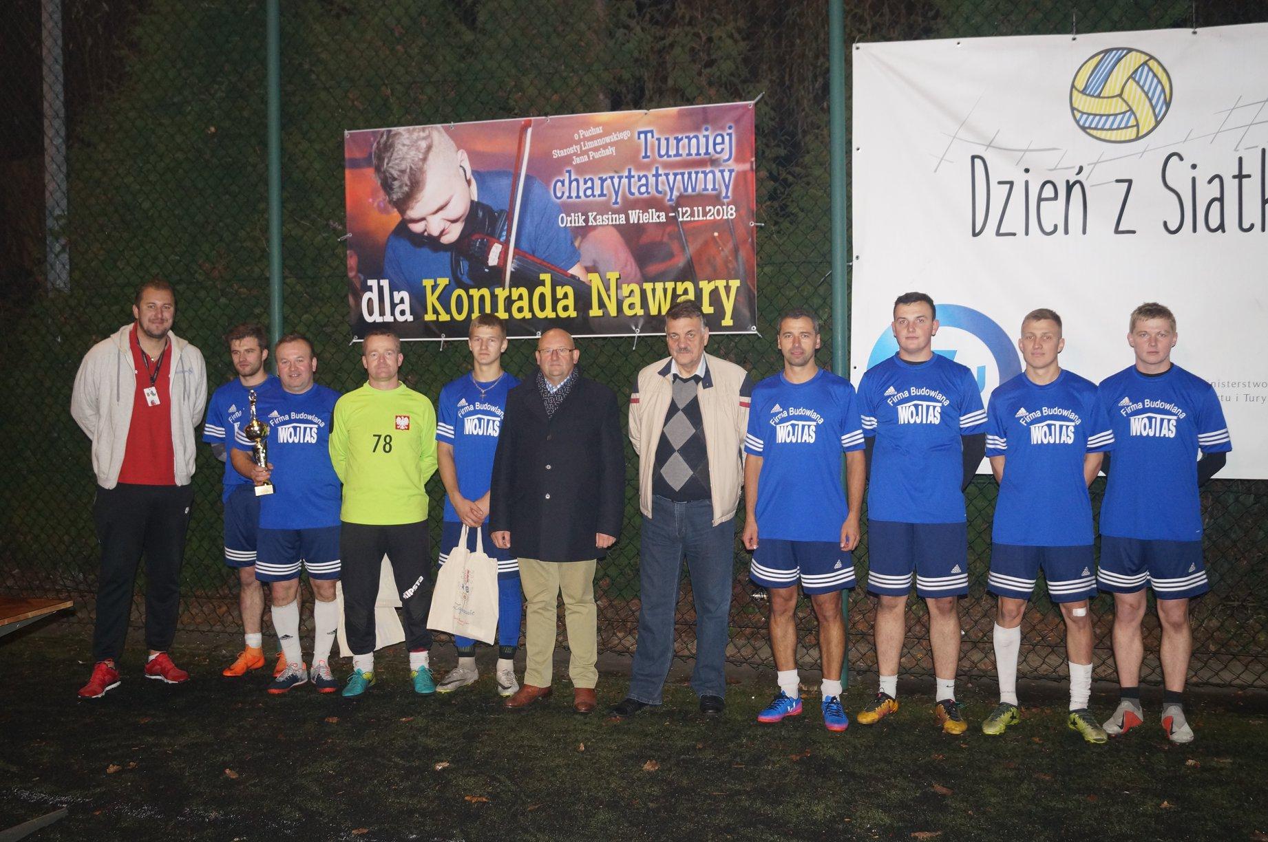 Uczestnicy turnieju w Mszanie Dolnej. Na zdjęciu Starosta Limanowski Jan Puchała
