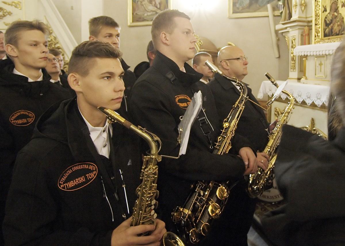 Starosta Limanowski wraz z członkami Tymbarskiego Tonu podczas mszy św