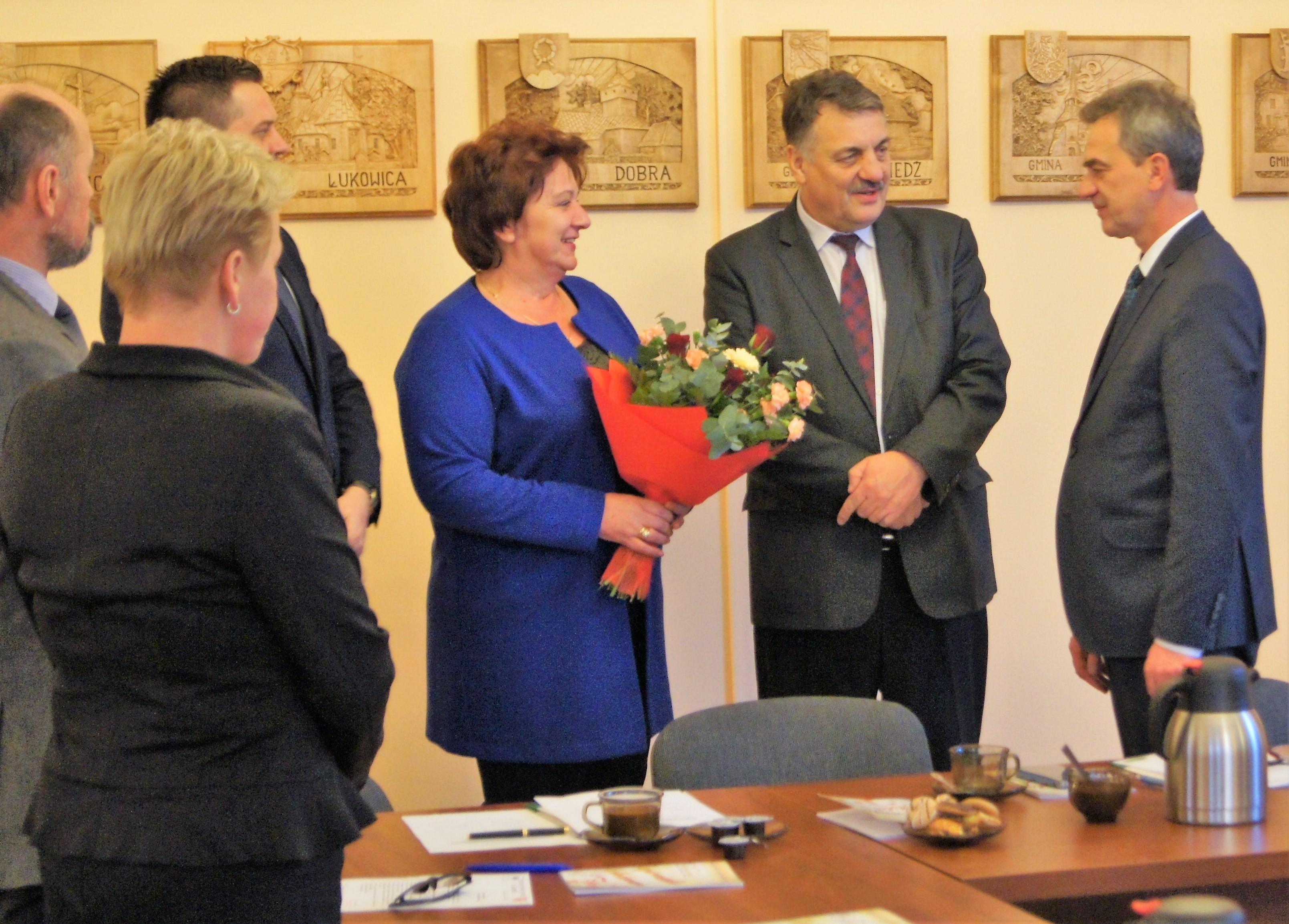 Powiatowej Rady Rynku Pracy w Limanowej oraz Powiatowego Urzędu Pracy pogratulowali Mieczysławowi Urydze objęcia stanowiska Starosty Limanowskiego