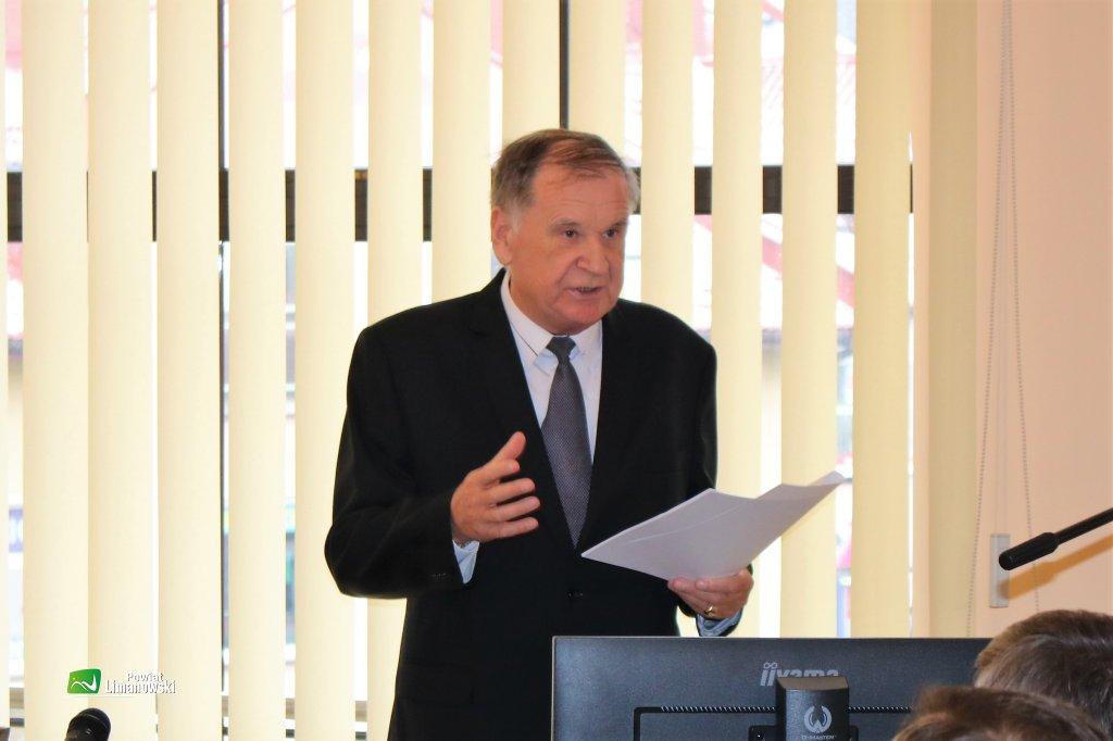 Pan Janusz Potaczek jako Przewodniczący senior prowadził I sesję