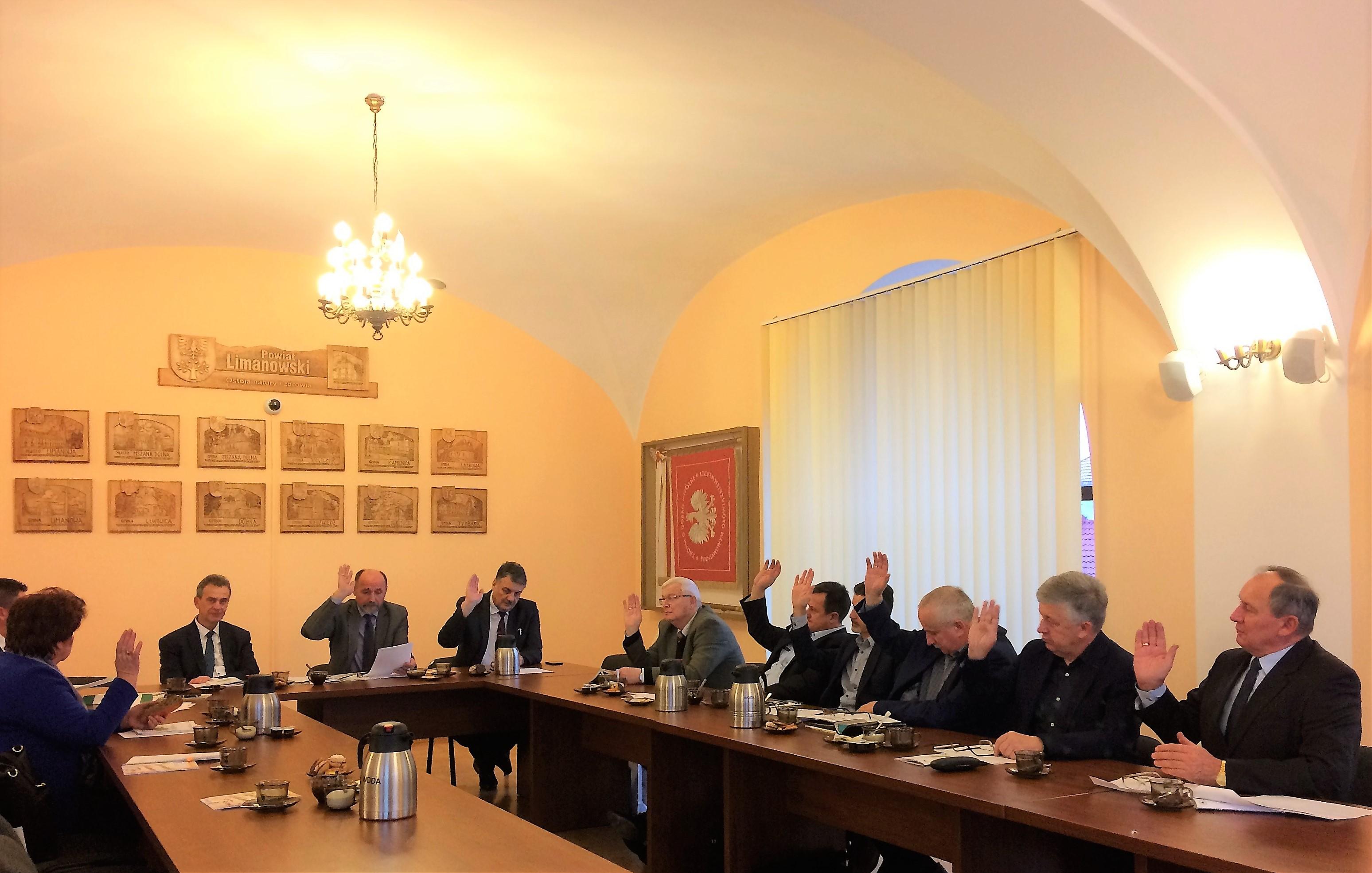 Rada, w głosowaniu jawnym przeszła do wyboru Przewodniczącego, którym został Wojciech Włodarczyk