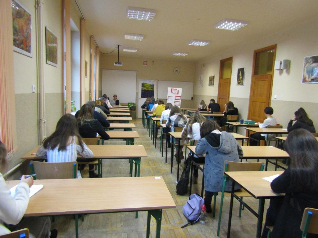 Uczniowie podczas konkursu musieli zmierzyć się z testem wiedzy o AIDS
