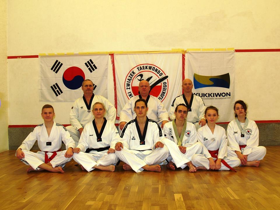 Zdjecie Natalii wraz z innymi zawodnikami podczas zawodów w Poroninie