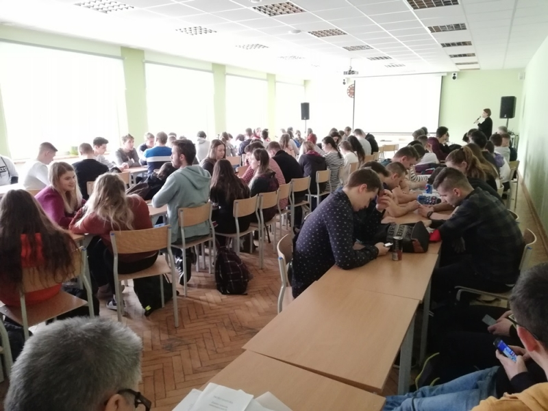 uczniowie klas maturalnych mieli okazję wziąć udział w spotkaniu z przedstawicielką Powiatowego Urzędu Pracy w Limanowej,