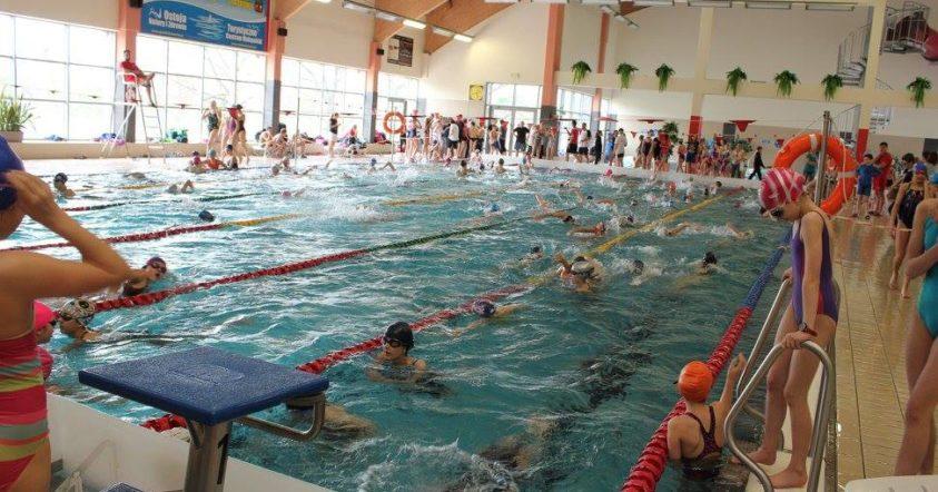 nauka pływania dzieci na pływalni