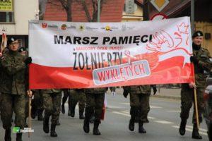 marsz pamieci przez ulice jana pawła w limanowej