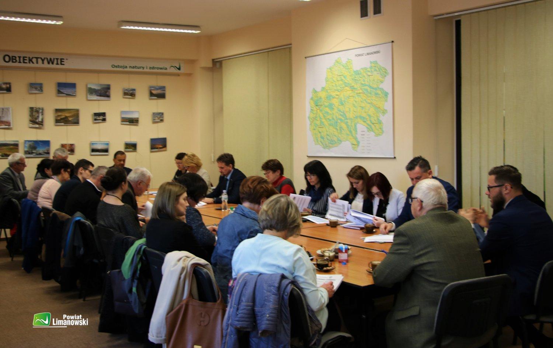 spotkanie dotyczące opracowania strategii praca w grupach