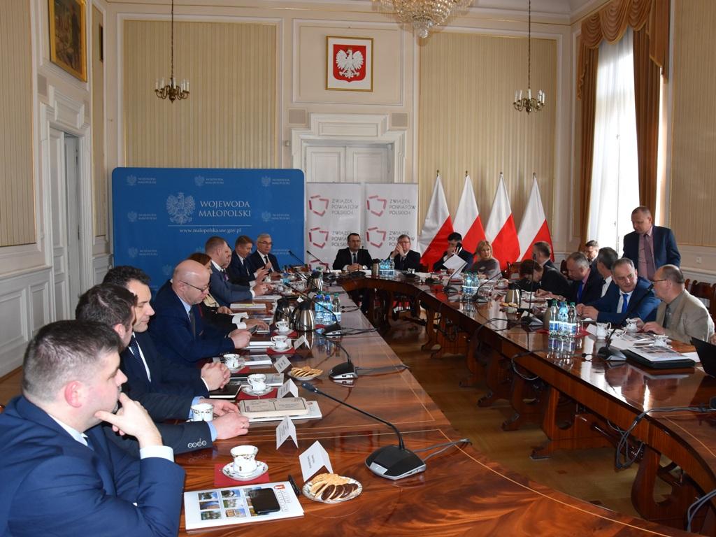 konwent powiatów. zdjecie wspólne starostów z terenu małopolski