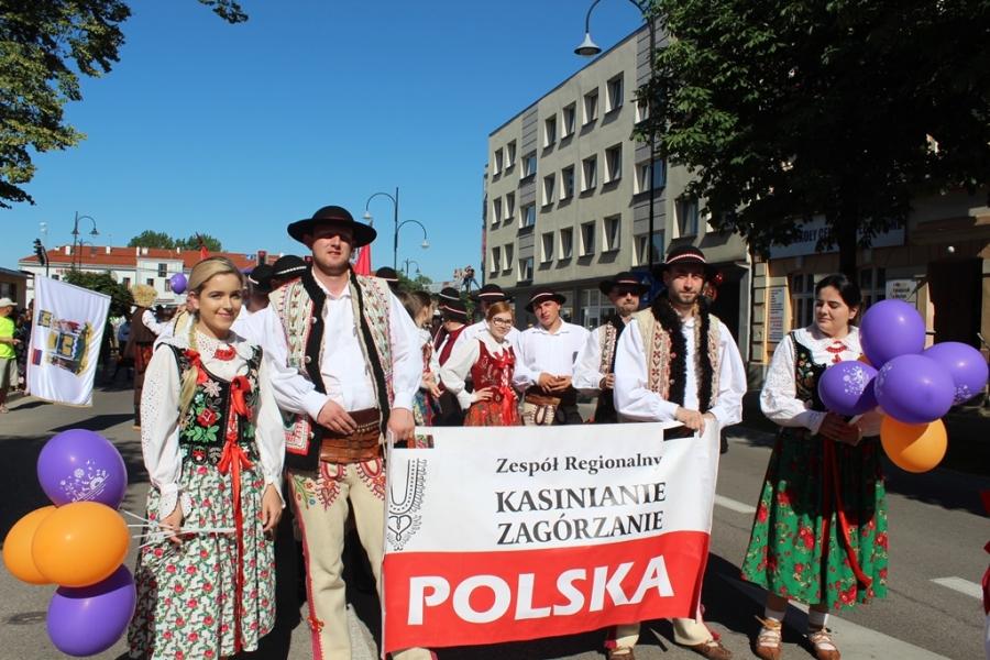 """Zespół Regionalny """"Kasinianie – Zagórzanie"""" podczas 16. Światowego Festiwalu Folkloru Tęcza w Ełku."""