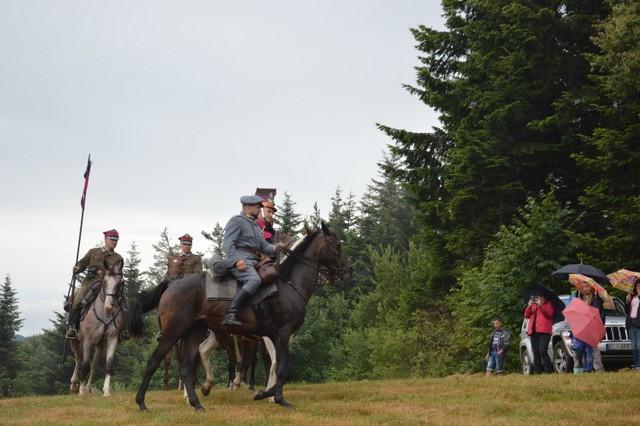 Uroczystości na górze Korab - rekonstrucja na koniach