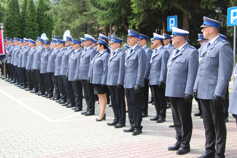 Święto polciji 2019 - policjanci ustawieni w szeregu