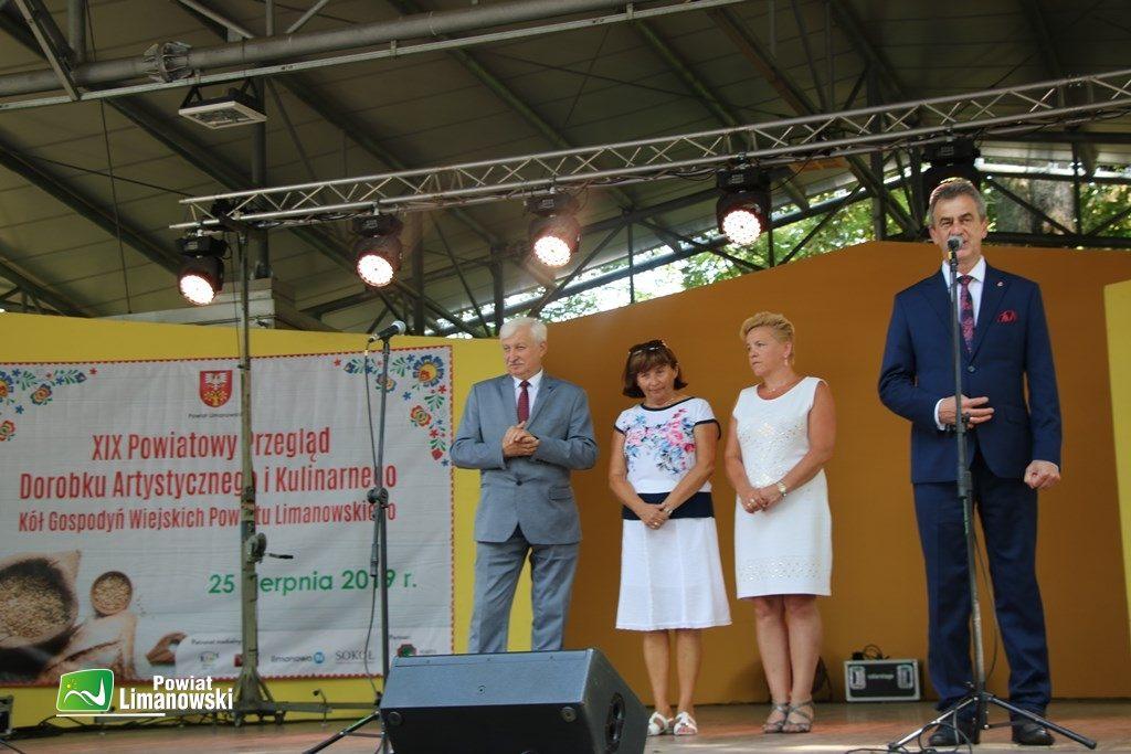 Starosta Limanowski podczas oficjalnego otwarcia przeglądu