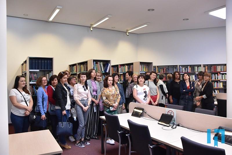 bibliotekarze w jednej z bibliotek małopolski. Wizyta studyjna