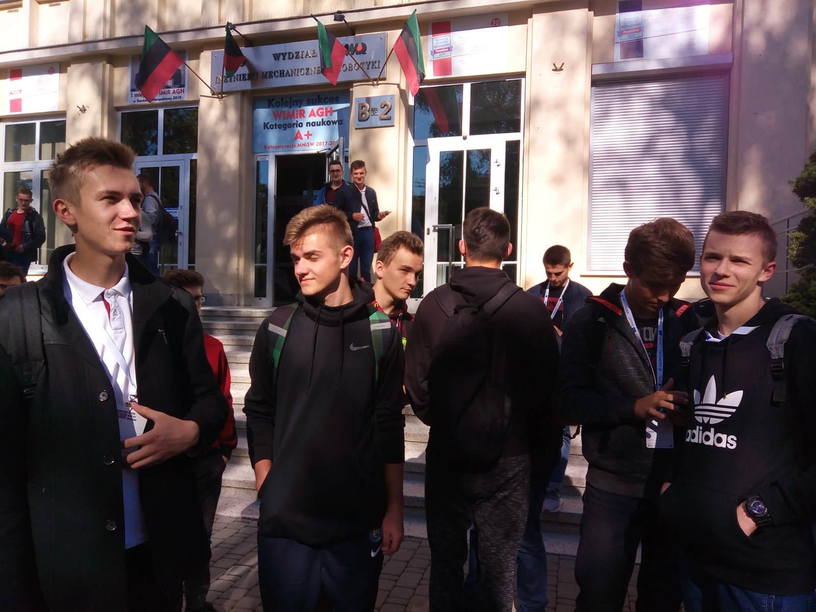 Uczniowie ZSTiO w Limanowej uczestniczyli w weekendowych warsztatach naukowych w Krakowie