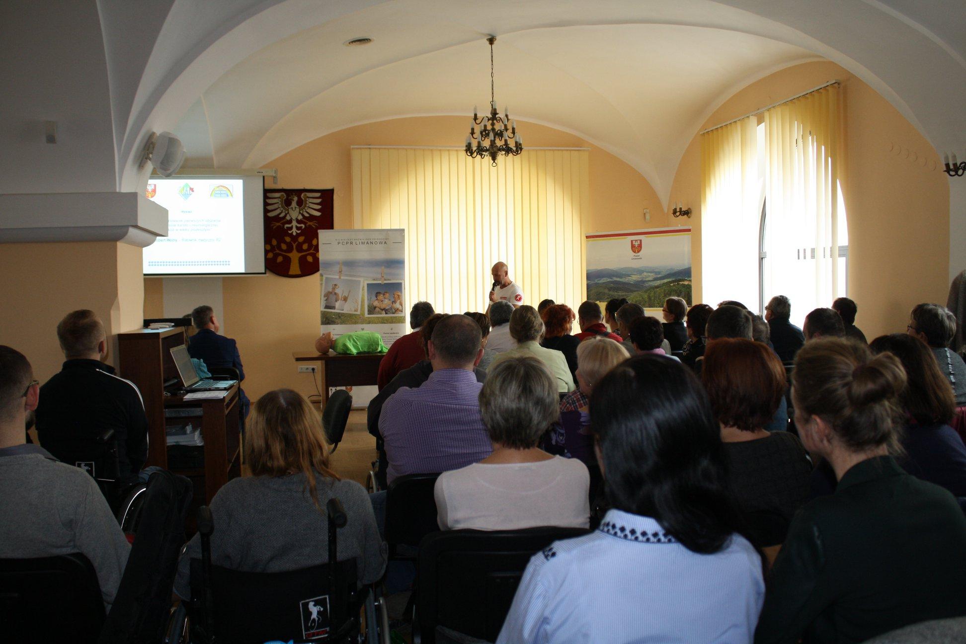 Konferencja pn. Niepełnosprawny i Senior - aktywny i bezpieczny w Starotwie Powiatowym w Limanowej listopad 2019- uczestnicy konferencji