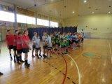 Powiatowe Igrzyska Młodzieży Szkolnej w Koszykówce 3x3 Dziewcząt i Chłopców - drużyny w trakcie odprawy przed meczem