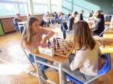 Powiatowa Licealiada Młodziezy w Drużynowym Turnieju Szachowym - zawodniczki podczas gry