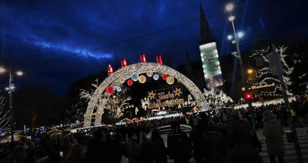 """Wizyta uczniów """"Ekonoma"""" w Wiedniu - jarmark bożonarozeiowy"""