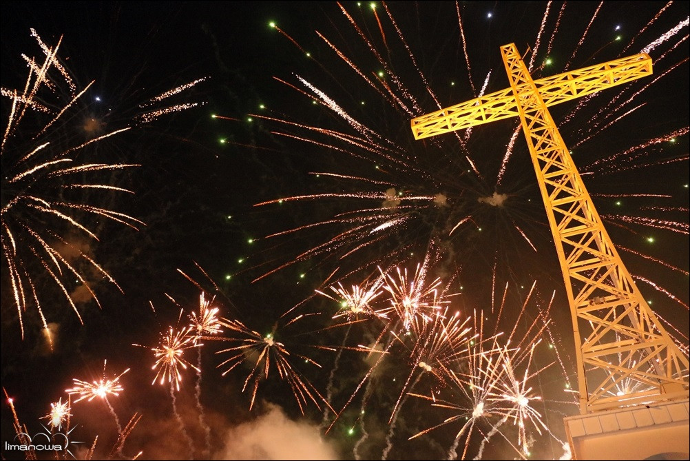 Krzyż na Miejskiej Górze - now rok, fajerwerki