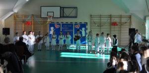 Dzień Babci i Dziadka - SP Siekierczyna - uczniowie podczas występów