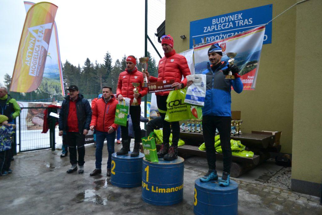 III Ogólnopolski Bieg Beskidów i Gorców - laureaci na podium zawodów