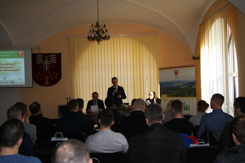Spotkanie przedsiębiorców w Starostwie Powiatowym w Limanowej - styczeń 2020 - Starosta Limanowski Mieczysław Uryga podczas przemówienia