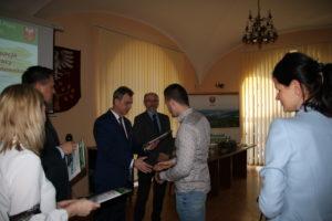 Spotkanie przedsiębiorców w Starostwie Powiatowym w Limanowej- Starosta Limanowski podczas wreczania dyplomów przedsiebiorcom